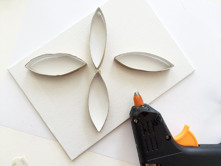 creative-challenge toilet roll wall art